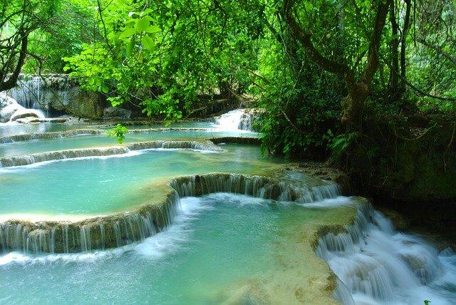 waterfall-272654_640